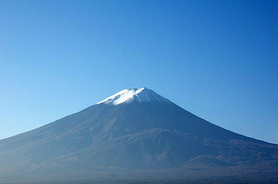 雪の乗る富士山