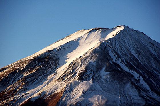 冠雪富士山頂