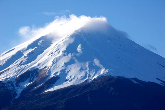 雪が増した富士山