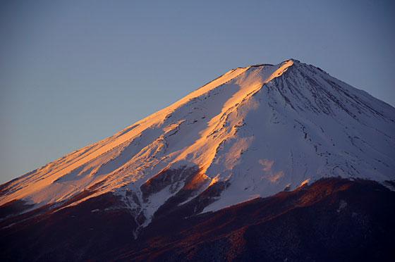 朝焼けに染まる富士