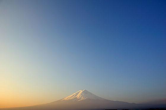 霞のかかる富士