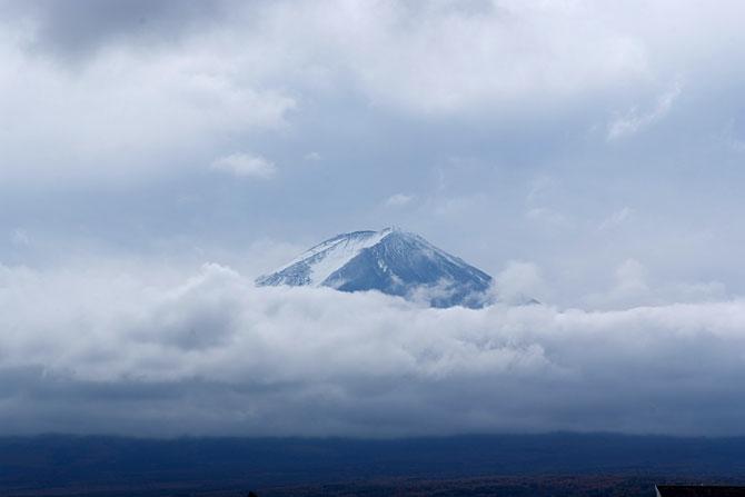 雲の合間の富士山