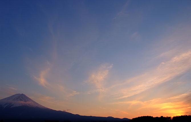 富士と夕暮れ