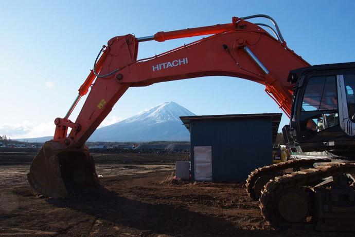 富士山と重機