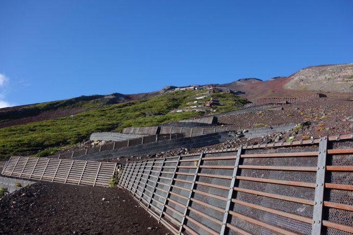 6合目付近の登山道の風景