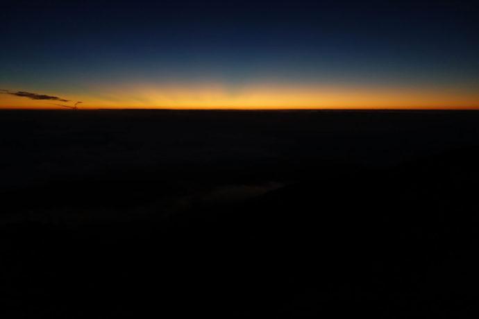 夜明けを待つ6合目の景色