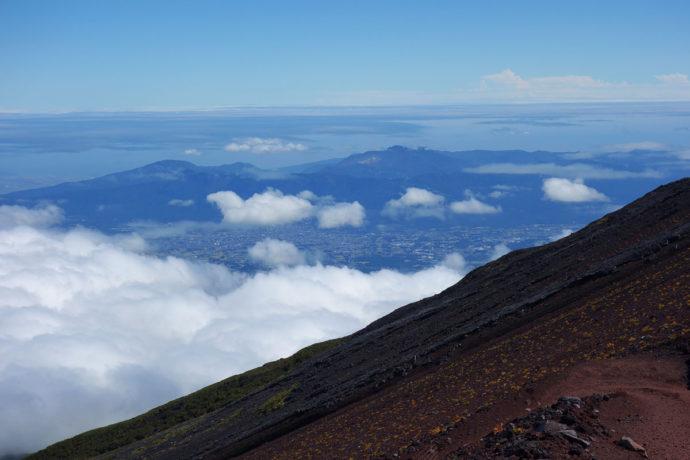 富士山から見た御殿場市街・箱根・相模湾